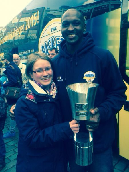 Nina Gmehling and the EWE Baskets team captain Rickey Paulding